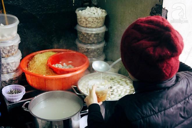 Quán bún mọc hơn 30 năm tuổi, giá siêu bình dân dù ở giữa phố cổ Hà Nội - Ảnh 8.