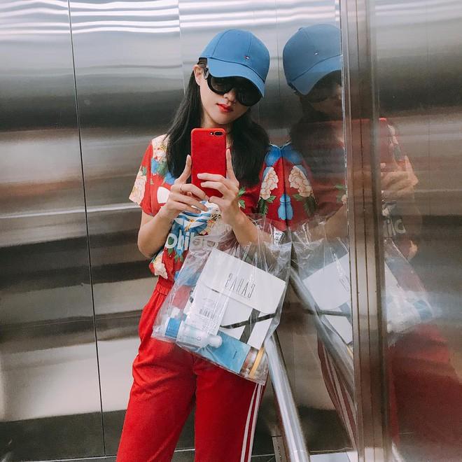 Nhìn vào tủ đồ 80% là màu đỏ của Hương Giang, ai cũng sẽ nghĩ màu đỏ sinh ra là để dành cho nàng - Ảnh 13.