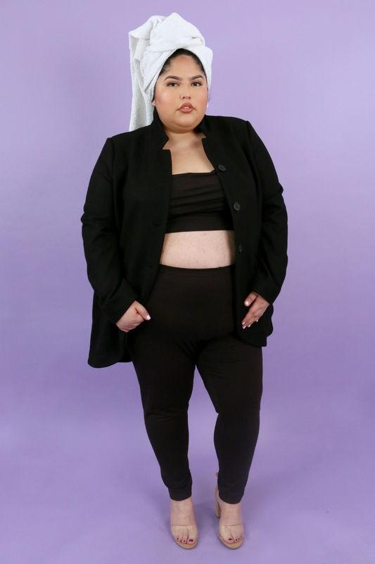 2 cô nàng này sẽ chứng minh cho bạn thấy: ai cũng có thể ăn vận sexy như Kim Kardashian mà chẳng cần dáng đẹp - Ảnh 2.