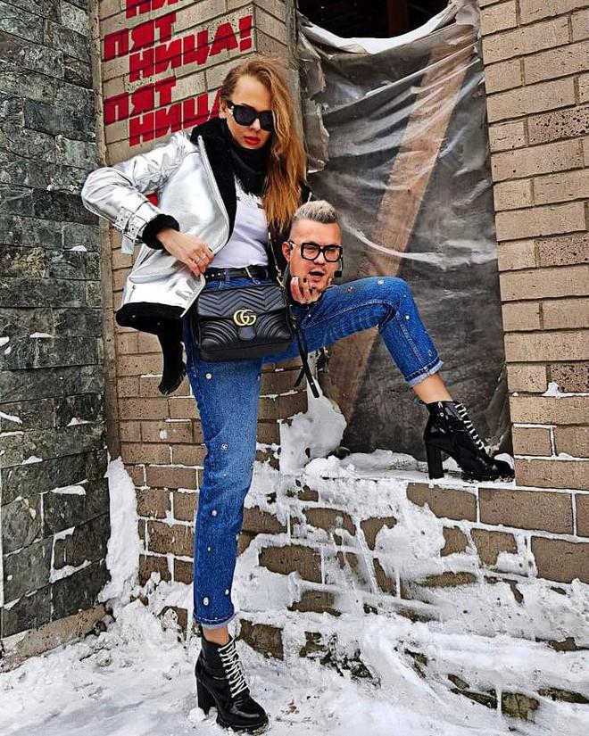 Nhờ Gucci lăng xê, ôm thủ cấp chụp hình thực sự đã trở thành hot trend trên thế giới - Ảnh 12.