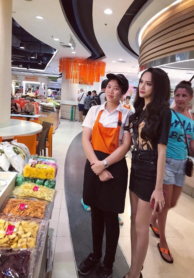 Giản dị như Hoa hậu Hương Giang, sau ngày đăng quang vẫn mặc lại áo phông cũ - Ảnh 4.