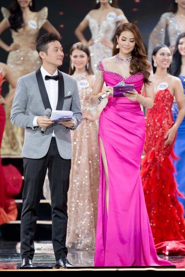 Chán những tông màu thanh lịch nhã nhặn, Phạm Hương bây giờ lại thích diện đồ màu hồng sặc sỡ - Ảnh 2.