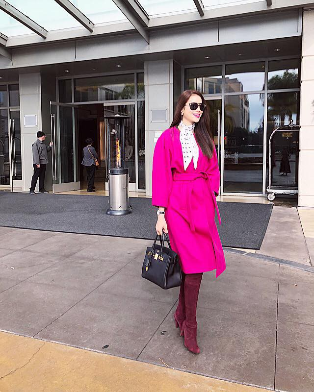 Chán những tông màu thanh lịch nhã nhặn, Phạm Hương bây giờ lại thích diện đồ màu hồng sặc sỡ - Ảnh 4.