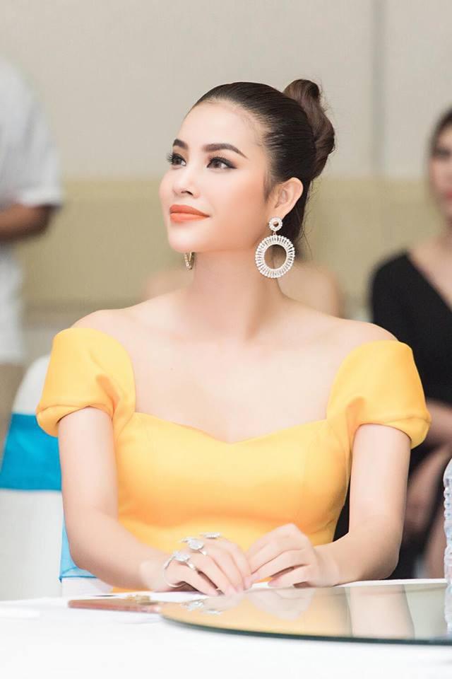 Phạm Hương rất đẹp nhưng thứ người ta chú ý lại là bộ nhẫn vừa chói lòa vừa nhọn hoắt sắc lẹm này - Ảnh 4.