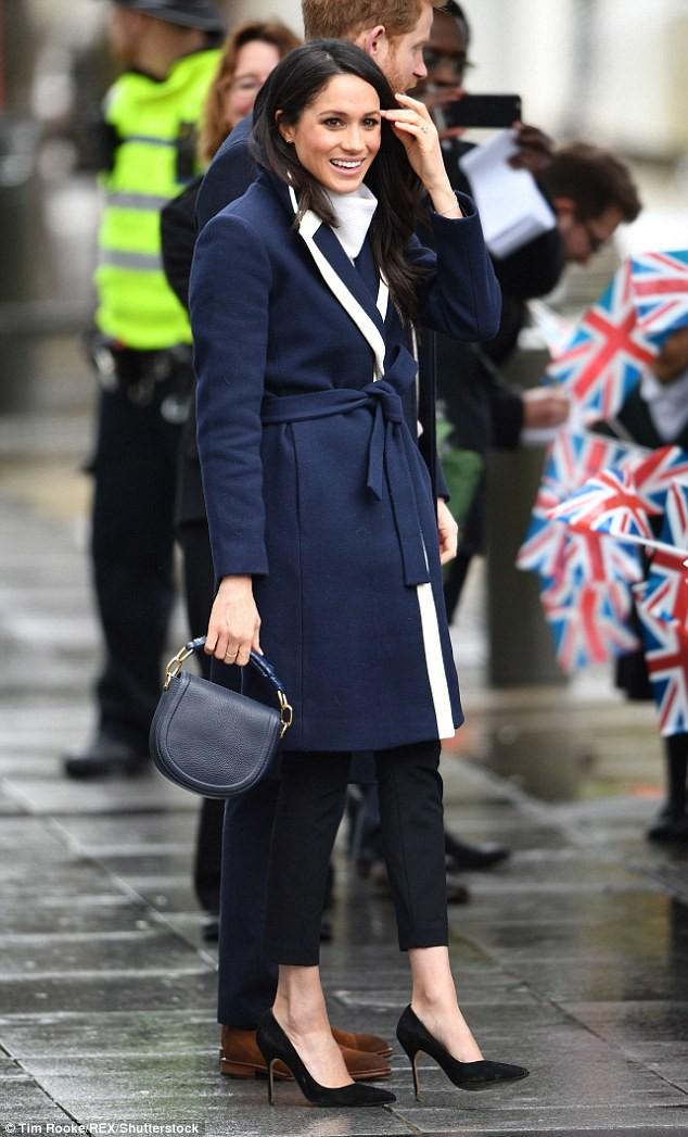 Mặc đẹp là thế nhưng hôn thê của Hoàng tử Harry lại quên một chi tiết rất nhỏ khiến tổng thể thiếu hoàn hảo - Ảnh 2.