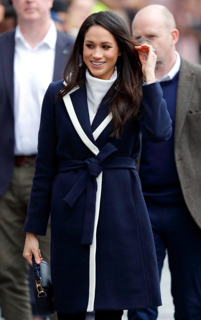 Mặc đẹp là thế nhưng hôn thê của Hoàng tử Harry lại quên một chi tiết rất nhỏ khiến tổng thể thiếu hoàn hảo - Ảnh 3.