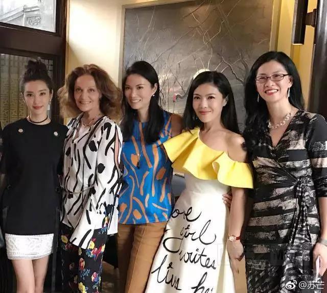 Ngắm phong cách của Tô Mang - người đàn bà U50 quyền lực trong giới thời trang Cbiz - Ảnh 20.