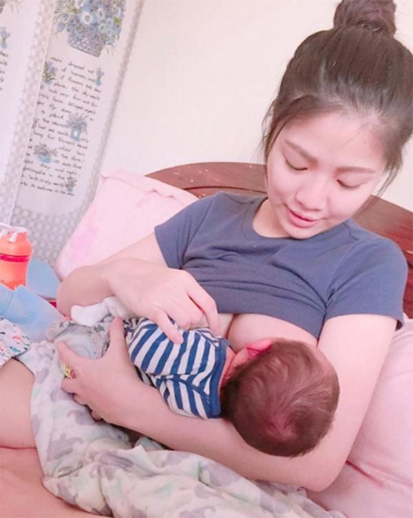 Những khoảnh khắc mẹ thần thái rạng ngời, ôm cho con bú: Huyền Baby tỏa sáng như nữ thần, Hằng túi kín đáo vẫn làm tròn thiên chức - Ảnh 11.