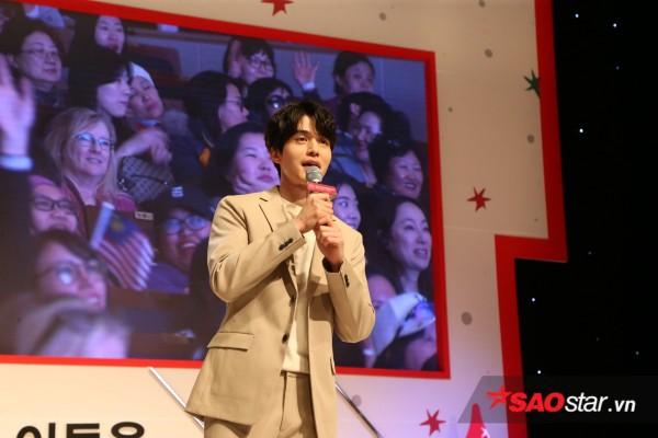 Hậu xác nhận hẹn hò Suzy, Lee Dong Wook cực điển trai tổ chức fanmeeting - Ảnh 1.