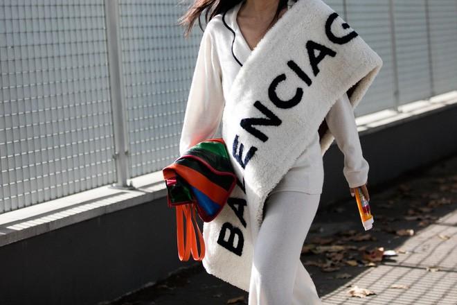 13,5 triệu đồng là số tiền bạn phải bỏ ra nếu muốn xỏ chân vào đôi dép lê của Balenciaga - Ảnh 5.