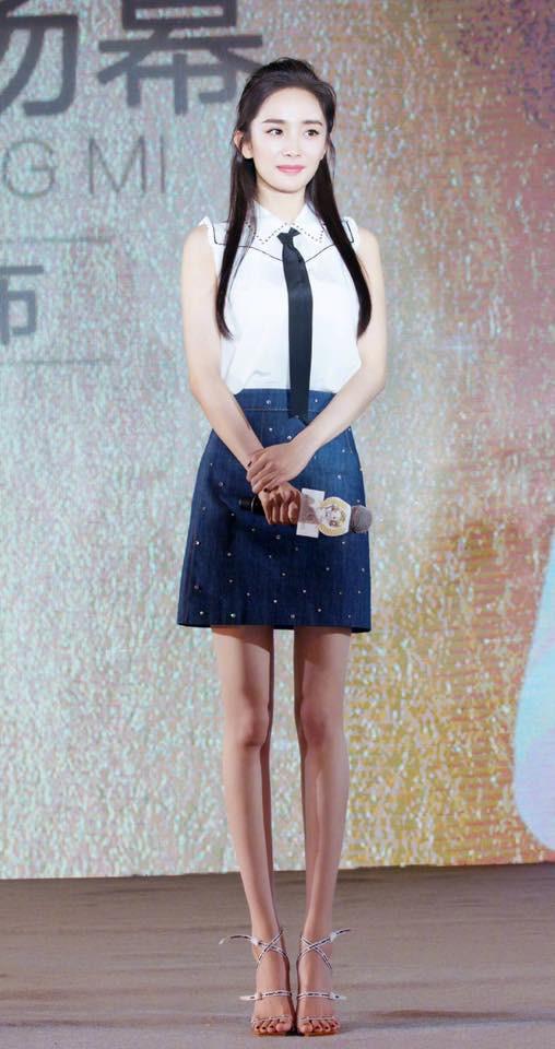 Mẹ bỉm sữa Dương Mịch bất ngờ hóa thiếu nữ đôi mươi, khoe chân dài tít tắp tại sự kiện - Ảnh 6.