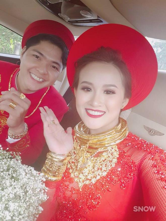 Xuất hiện đám cưới 100 cây vàng đình đám đến mức cô dâu trĩu cổ, chật kín hai tay vì vàng ở Cà Mau khiến MXH xôn xao - Ảnh 11.