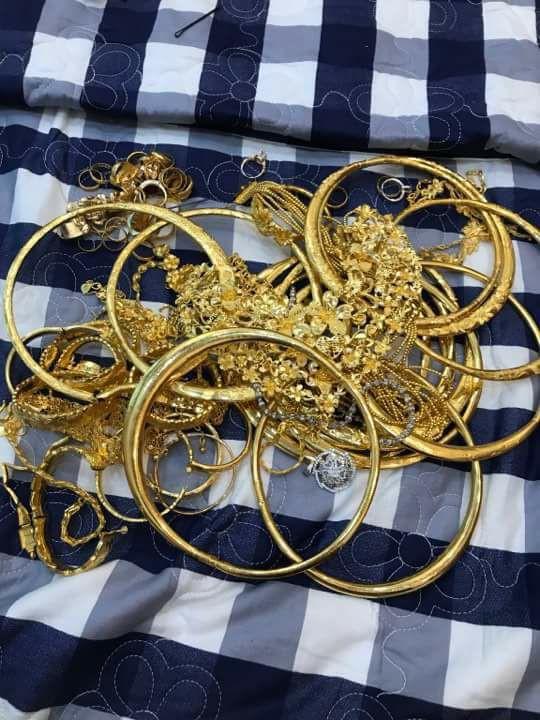 Xuất hiện đám cưới 100 cây vàng đình đám đến mức cô dâu trĩu cổ, chật kín hai tay vì vàng ở Cà Mau khiến MXH xôn xao - ảnh 5