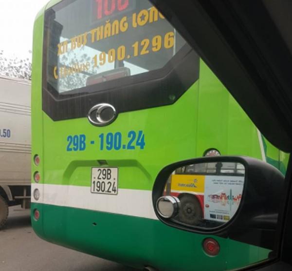 Vụ xô xát giữa xe buýt và xe tải: Tạm đình chỉ 3 nhân viên tuyến buýt 106 - Ảnh 3.