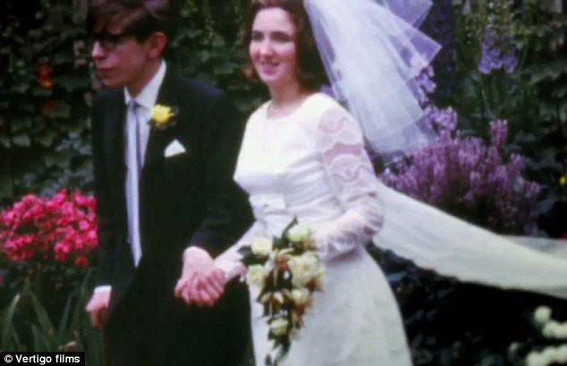 Stephen Hawking với 2 cuộc hôn nhân trái ngược, nhiều kịch tính và điều còn lại sau cùng hơn cả tình yêu - Ảnh 5.