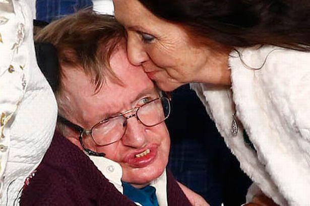 Stephen Hawking với 2 cuộc hôn nhân trái ngược, nhiều kịch tính và điều còn lại sau cùng hơn cả tình yêu - Ảnh 2.
