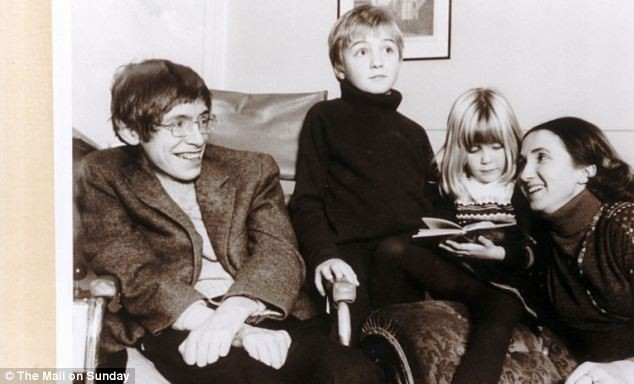 Stephen Hawking với 2 cuộc hôn nhân trái ngược, nhiều kịch tính và điều còn lại sau cùng hơn cả tình yêu - Ảnh 9.