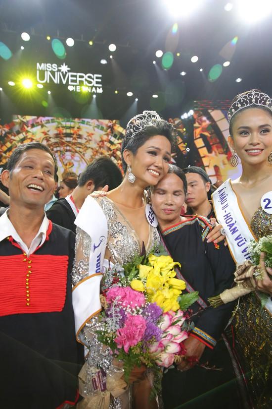 Người mẹ nghèo nhưng đầy đặc biệt của Hoa hậu H'Hen Niê - ảnh 2
