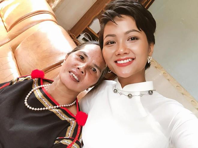 Người mẹ nghèo nhưng đầy đặc biệt của Hoa hậu H'Hen Niê - ảnh 3