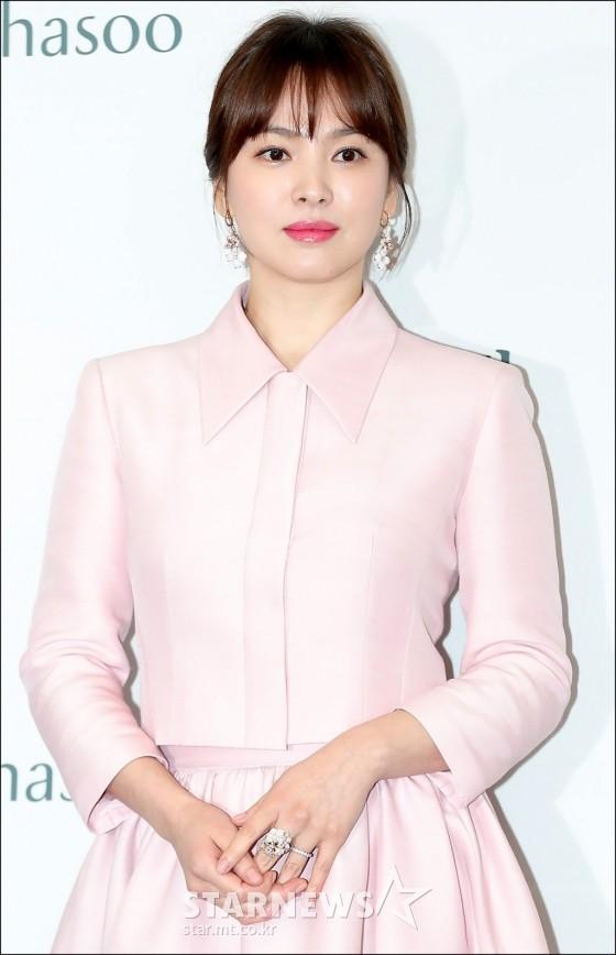 Diện bộ trang sức đắt gấp 10 lần so với nhẫn cưới, Song Hye Kyo quả là chơi lớn cho sự kiện lần này - Ảnh 1.