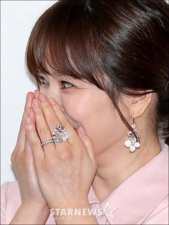 Diện bộ trang sức đắt gấp 10 lần so với nhẫn cưới, Song Hye Kyo quả là chơi lớn cho sự kiện lần này - Ảnh 3.