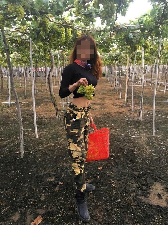 Nữ phượt thủ ngửa cổ ăn nho trên giàn, còn tố chủ vườn Ninh Thuận: Con gái chủ vườn tức giận lên tiếng! - ảnh 4
