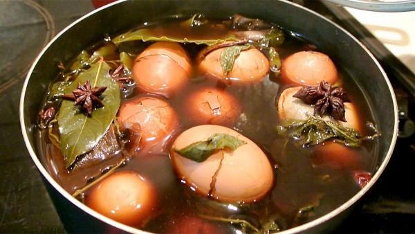 Độc đáo món trứng trà của Trung Quốc nhìn cứ ngỡ một viên đá cẩm thạch đắt tiền - Ảnh 9.