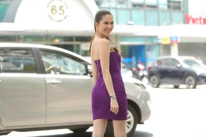 Cả kho đồ hiệu nhưng lại chọn mặc chiếc váy tím lịm của 5 năm trước, Ngọc Trinh bị chê sến và lạc điệu - Ảnh 5.