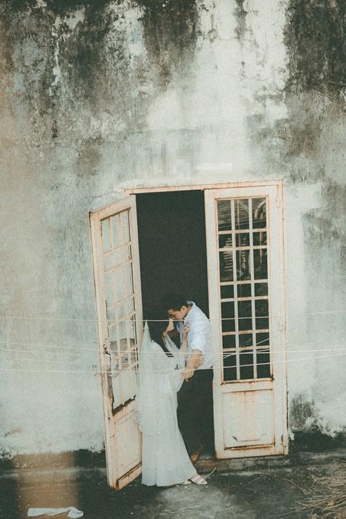 Thêm một bộ ảnh cưới vintage với nhà cổ và màu ảnh thập niên 90 khiến FA lại đứng ngồi không yên vì... thèm yêu - Ảnh 3.