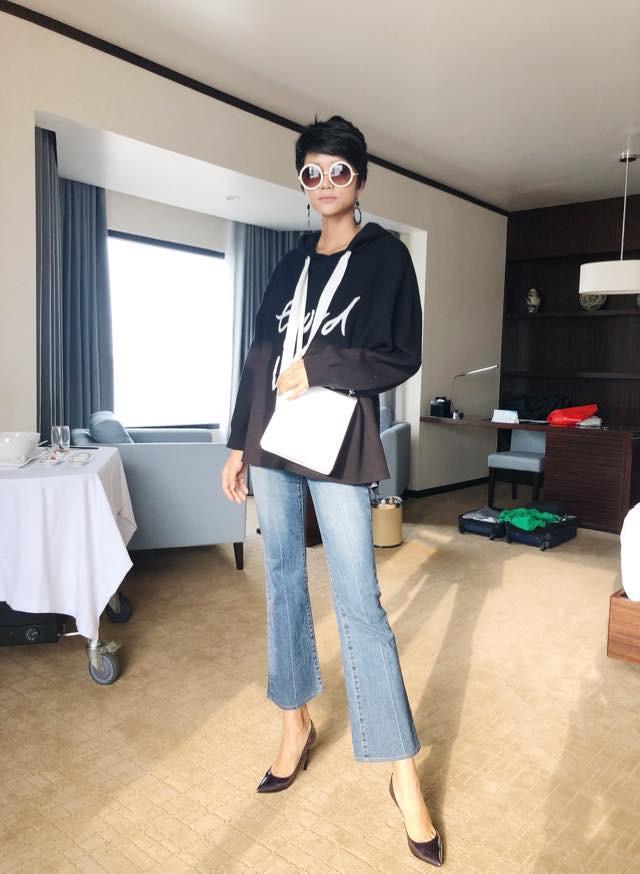 Đi giày tróc da nhưng Hoa hậu HHen Niê vẫn tự tin với thần thái ngút ngàn - Ảnh 3.