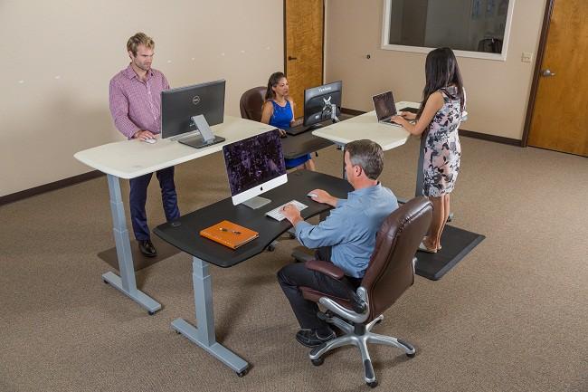 Đứng hay ngồi làm việc mới là tốt nhất? Câu trả lời của các chuyên gia sẽ khiến bạn vô cùng bất ngờ - Ảnh 4.