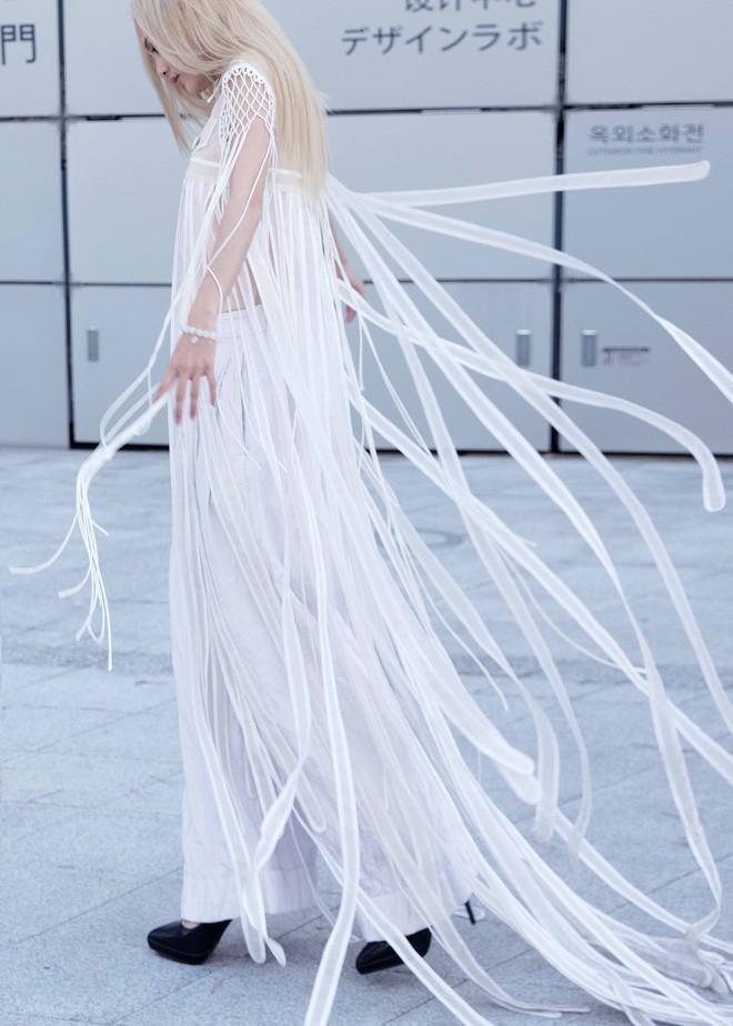 Có vẻ như Seoul Fashion Week năm nay, Việt Nam chỉ có Fung La đơn thương độc mã góp mặt - Ảnh 5.