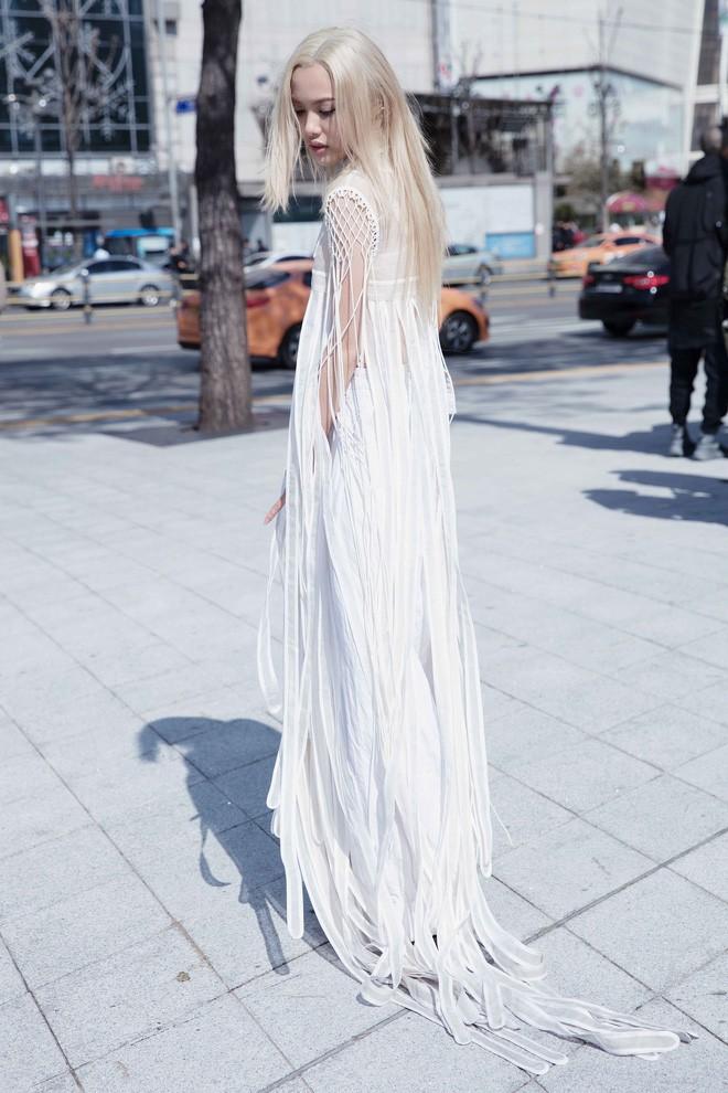 Có vẻ như Seoul Fashion Week năm nay, Việt Nam chỉ có Fung La đơn thương độc mã góp mặt - Ảnh 7.