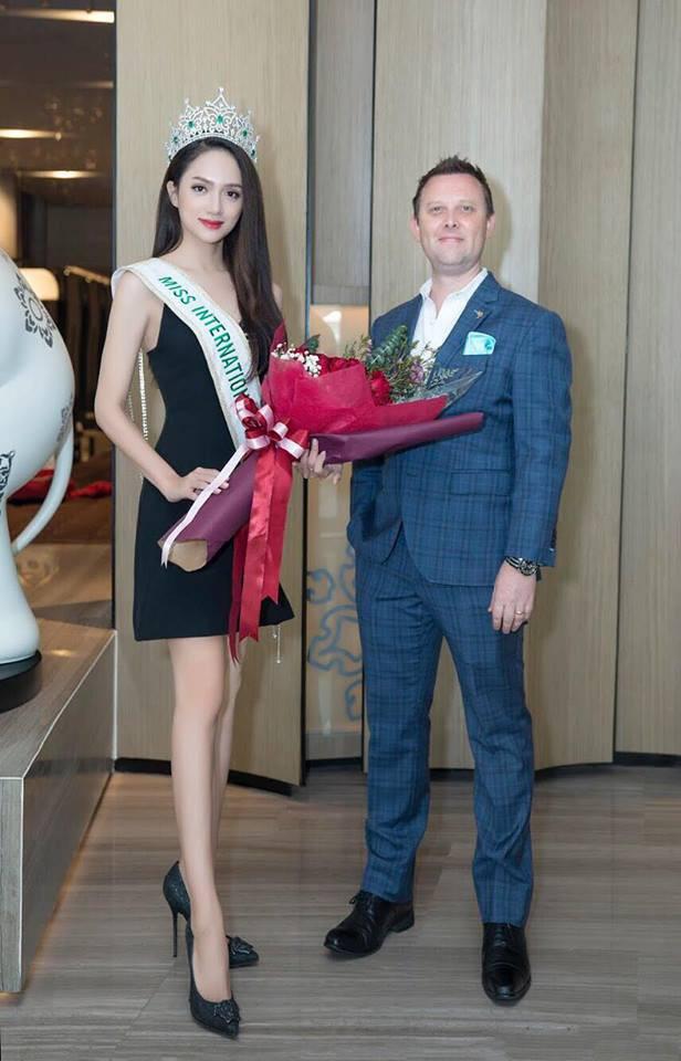 Sau ngày đăng quang, Hoa hậu Hương Giang vẫn chăm diện lại đồ cũ - Ảnh 6.