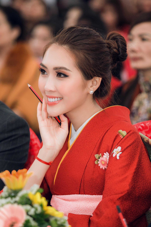 Phạm Hương thanh lịch đọ sắc cùng Á quân The Face Tường Linh