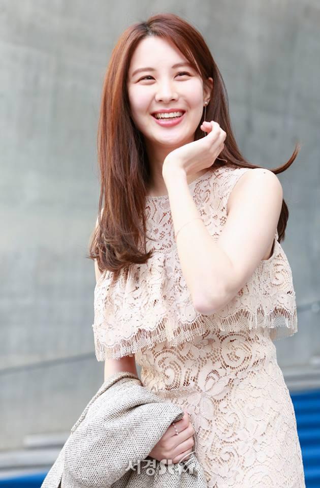 Em út Seohuyn lộ mặt kém sắc, gượng gạo tại Tuần lễ thời trang Seoul - Ảnh 6.