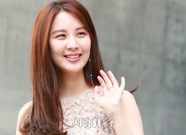Em út Seohuyn lộ mặt kém sắc, gượng gạo tại Tuần lễ thời trang Seoul - Ảnh 7.