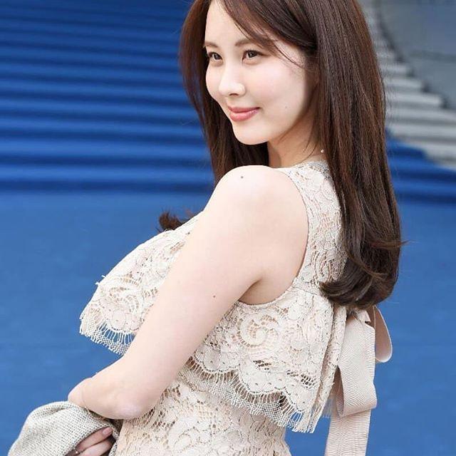 Em út Seohuyn lộ mặt kém sắc, gượng gạo tại Tuần lễ thời trang Seoul - Ảnh 4.