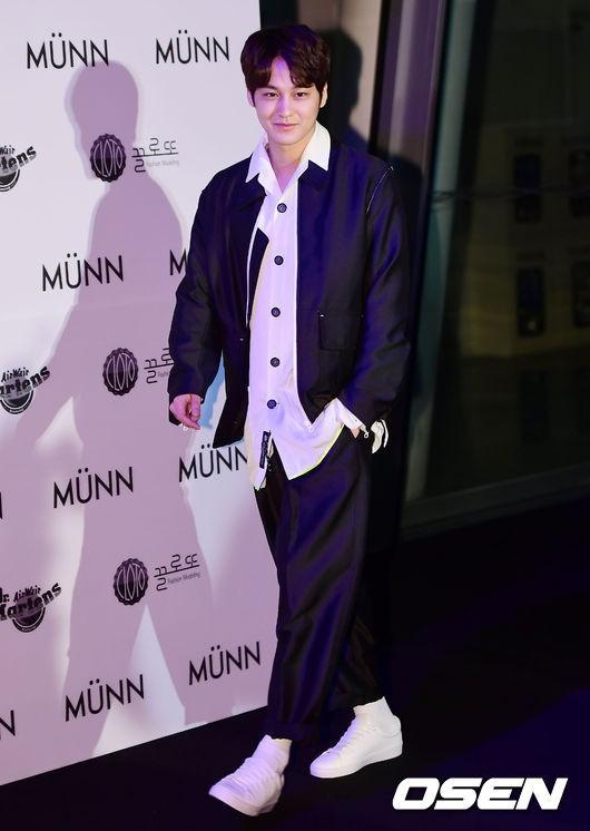 Seoul Fashion Week: siêu mẫu Hàn khiến loạt người đẹp đình đám lu mờ vì ăn mặc quá dị, Hyomin diện đồ như váy ngủ - Ảnh 16.