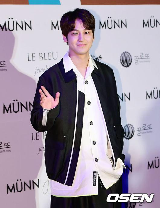 Seoul Fashion Week: siêu mẫu Hàn khiến loạt người đẹp đình đám lu mờ vì ăn mặc quá dị, Hyomin diện đồ như váy ngủ - Ảnh 17.