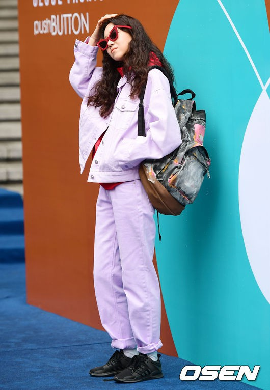 Seoul Fashion Week: siêu mẫu Hàn khiến loạt người đẹp đình đám lu mờ vì ăn mặc quá dị, Hyomin diện đồ như váy ngủ - Ảnh 3.