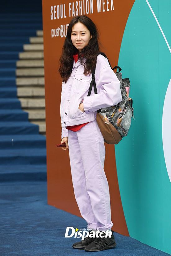 Seoul Fashion Week: siêu mẫu Hàn khiến loạt người đẹp đình đám lu mờ vì ăn mặc quá dị, Hyomin diện đồ như váy ngủ - Ảnh 5.