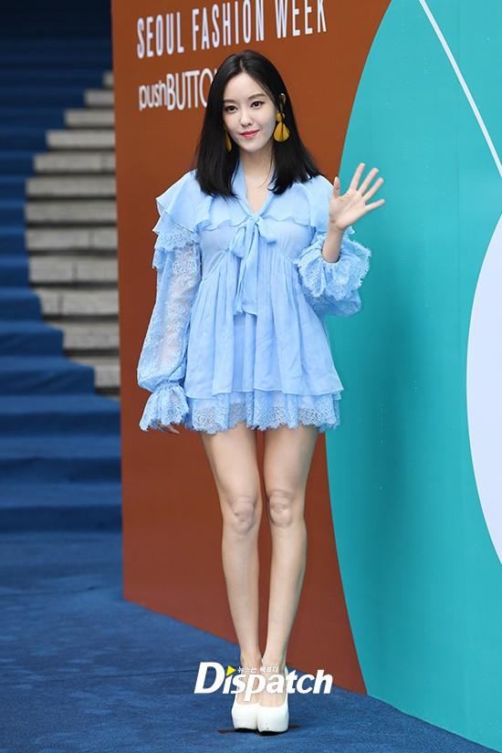 Seoul Fashion Week: siêu mẫu Hàn khiến loạt người đẹp đình đám lu mờ vì ăn mặc quá dị, Hyomin diện đồ như váy ngủ - Ảnh 6.