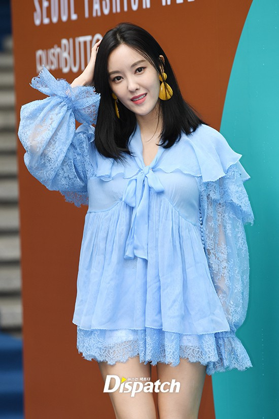 Seoul Fashion Week: siêu mẫu Hàn khiến loạt người đẹp đình đám lu mờ vì ăn mặc quá dị, Hyomin diện đồ như váy ngủ - Ảnh 7.