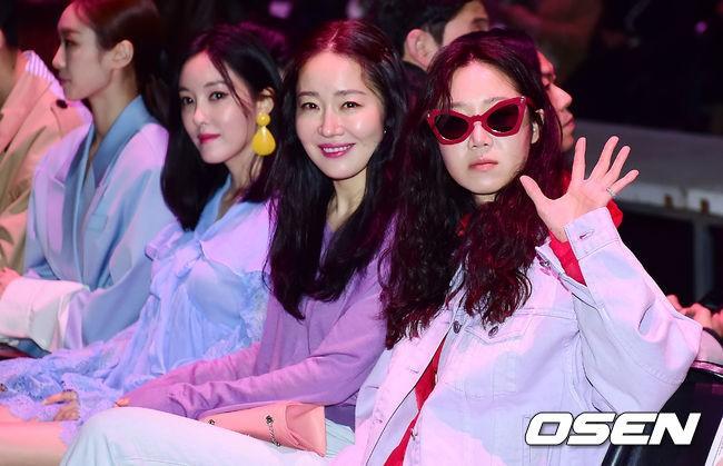 Seoul Fashion Week: siêu mẫu Hàn khiến loạt người đẹp đình đám lu mờ vì ăn mặc quá dị, Hyomin diện đồ như váy ngủ - Ảnh 8.