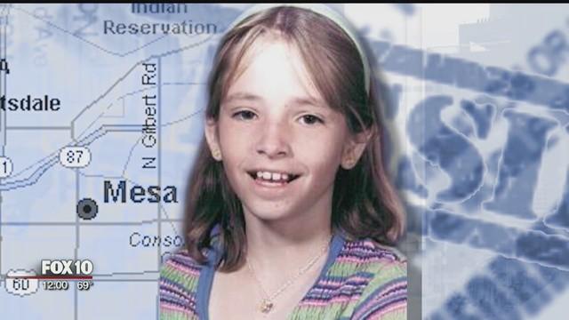 Bé gái 11 tuổi mất tích bí ẩn ngay trước cửa nhà, 19 năm sau người ta tìm thấy tờ 1 USD vời lời nhắn kỳ lạ