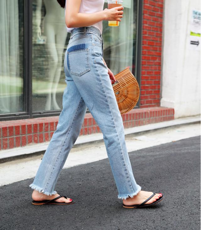 Vòng 3 có lép kẹp thì cũng chẳng sao, nhờ 4 dáng quần jeans nịnh đầm này - Ảnh 20.