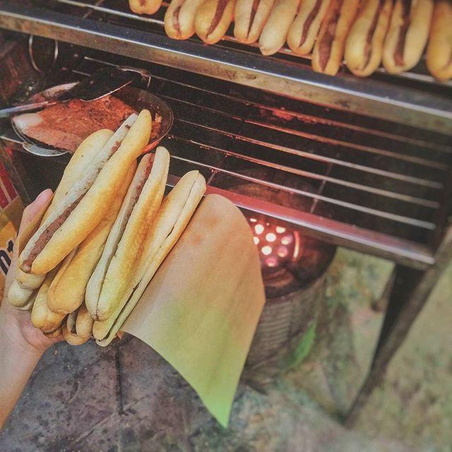 Check list 4 món bánh mì quen thuộc, ăn dễ ghiền của Việt Nam - Ảnh 1.