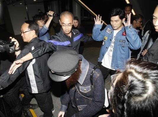 Châu Kiệt Luân dẫn theo 10 vệ sĩ để hộ tống vợ yêu đi ăn tối - ảnh 2