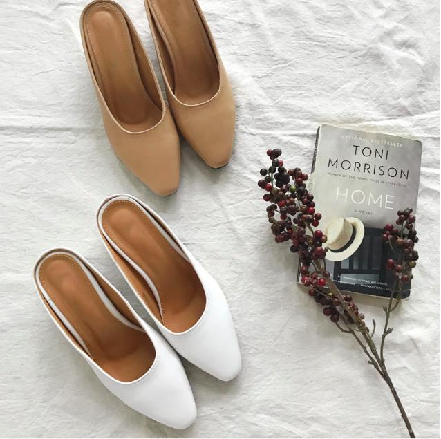 Không phải sneaker hay cao gót lênh khênh, giày khuyết gót là món đồ nàng công sở cần sắm ngay trong hè này - Ảnh 12.